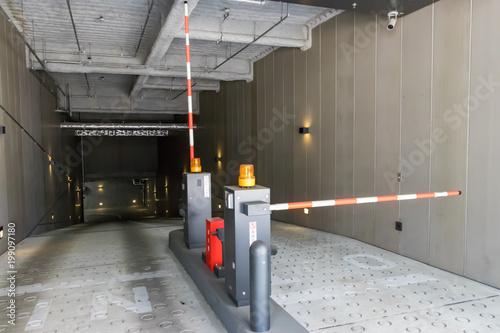 地下駐車場 © あんみつ姫