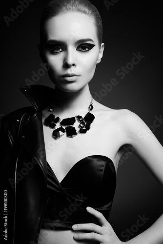 Foto op Plexiglas womenART Woman with bright makeup on black background