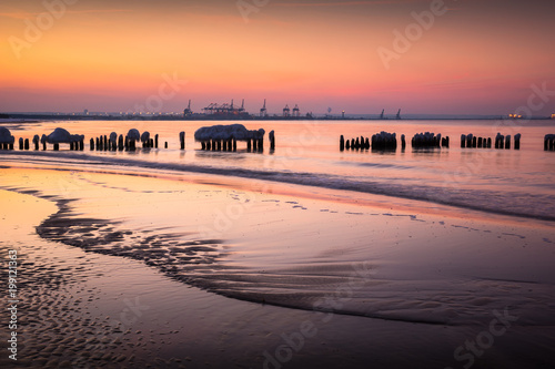 Foto op Canvas Zee zonsondergang Frozen breakwaters on the Baltic sea near Gdansk, Poland