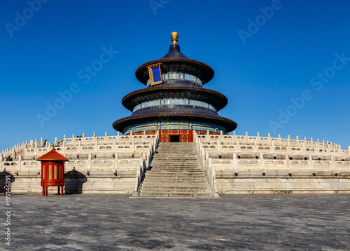 Foto Murales Temple of Heaven hall of prayer with deep blue sky in Beijing, China