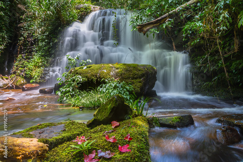 Foto op Canvas Natuur Mun daeng Waterfall, the beautiful waterfall in deep forest at Phu Hin Rong Kla National Park ,Phitsanulok, Thailand