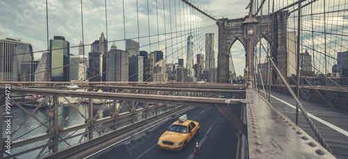 Foto op Plexiglas New York TAXI Famous Brooklyn Bridge with cab