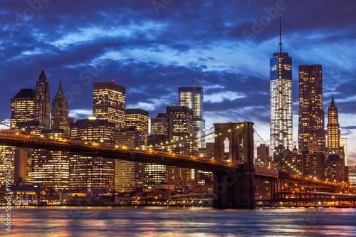 Brooklyn Bridge and Manhattan Skyline, New York City © tanyaeroko