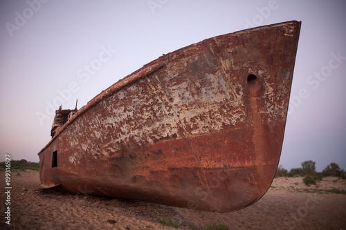 Fotobehang Schipbreuk Rusty ship in Moynaq, Uzbekistan