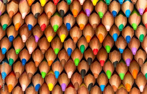 Mnóstwo ołówków barwiony tło
