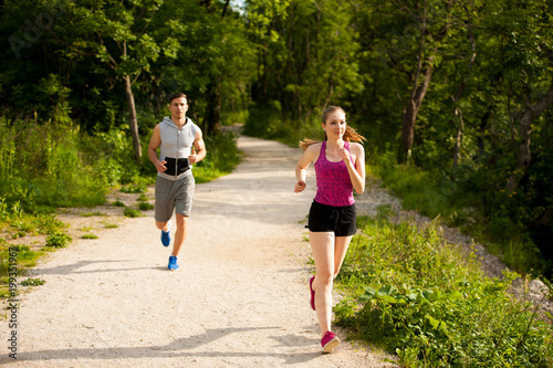 Poster Jogging Active young couple running in the park