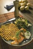 Kartoffelwaffel mit Lachs als Hochkant bild - 199361393