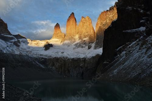 Foto op Plexiglas Zwart Torres del Paine