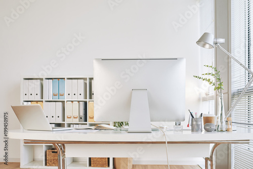 Empty office table © DragonImages