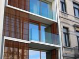 Architektur: Altbau und Neubau nebeneinander - 199481397