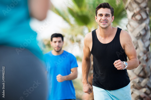 Aluminium Hardlopen Portrait of adult man who is jogging with friend