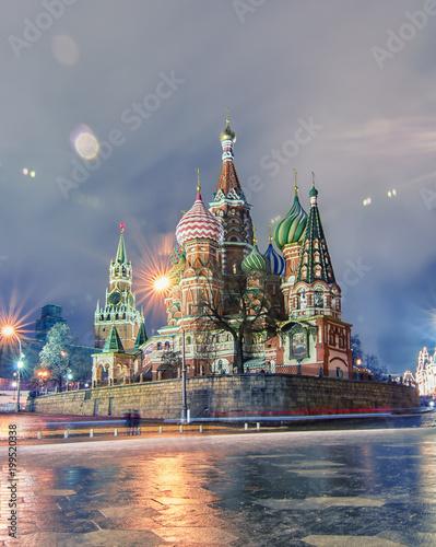 Foto op Aluminium Moskou St. Basil's Cathedral in winter twilights