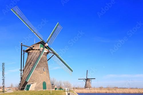 Foto op Plexiglas Donkerblauw Windmill in Kinderdijk, Holland