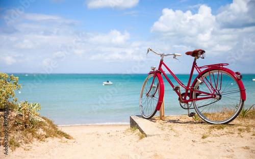 Paysage de Bretagne, vélo en bord de mer.