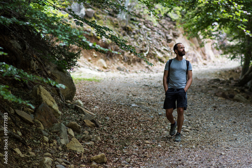 Keuken foto achterwand Jogging man hikikng in forest