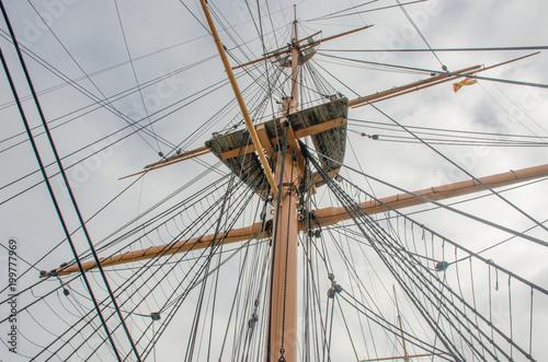 Foto op Plexiglas Schip Looking up at Mast with rigging