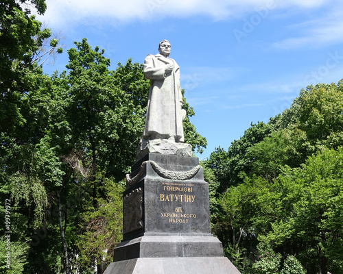 Foto op Plexiglas Kiev The monument to General Vatutin in Kiev. Sunny spring day