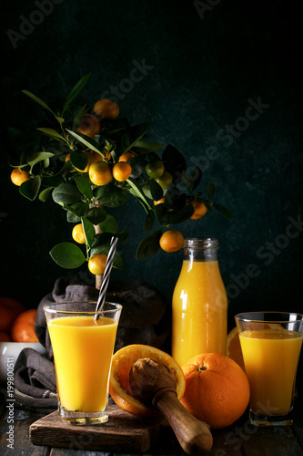 Fotobehang Sap Orange Juice served with oranges