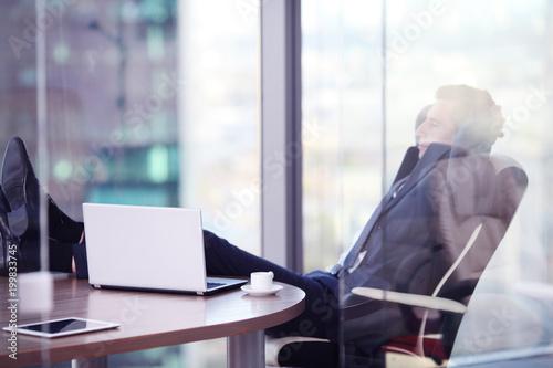 Biznesmen relaksujący