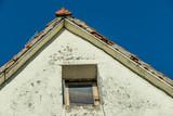 Altes marodes Dach - 199848918