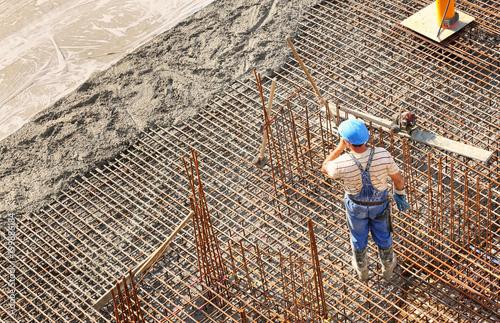 Pracownik budowlany na wzmocnienie