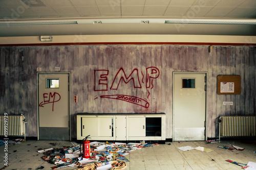 Foto op Canvas Oude verlaten gebouwen EMP