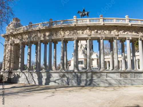Foto op Aluminium Madrid Monument to Alfonso XII in Buen Retiro Park on sunny day, Madrid, Spain