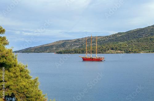 Żeglowanie statek w Marina zatoce, Chorwacja