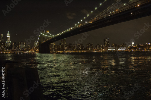 Foto op Plexiglas Brooklyn Bridge Puente de Brooklyn por la noche