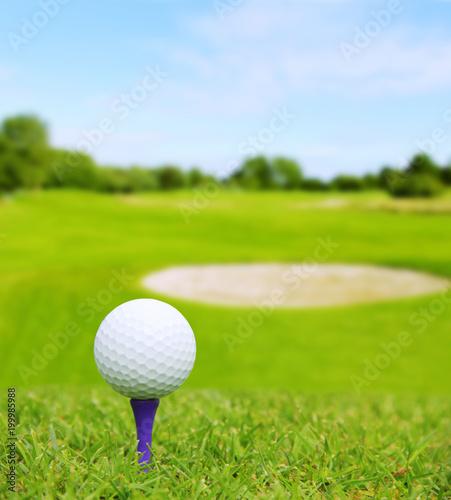 Fotobehang Bol Golf ball on course