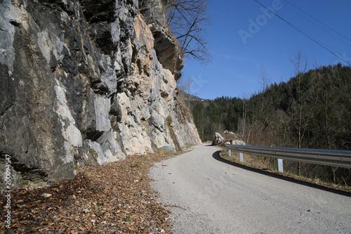 Poster Grijze traf. Street with Rocks