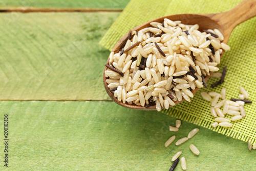 mieszany brązowy i czarny ryż dziki dla zdrowego odżywiania