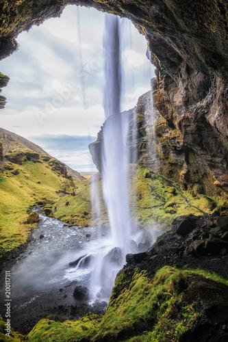 Fallende Wasser am Kvernufoss, Island_003 - 200117111