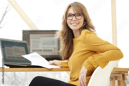 Poster Businesswoman working at the office