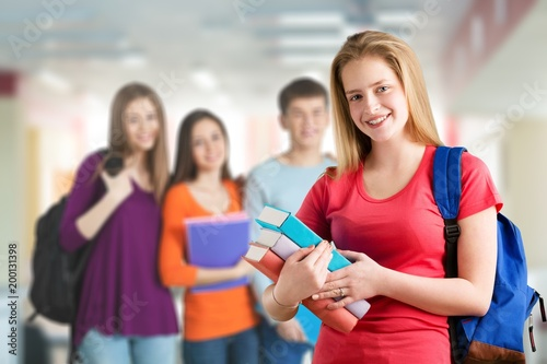Uczniowie w bibliotece