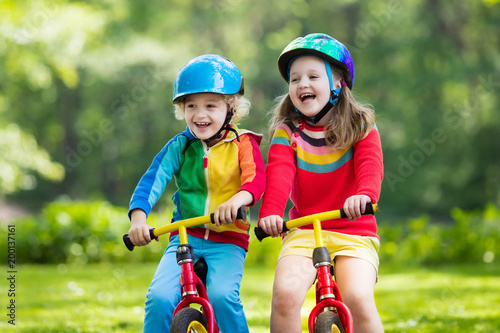 Kids ride balance bike in park - 200137161
