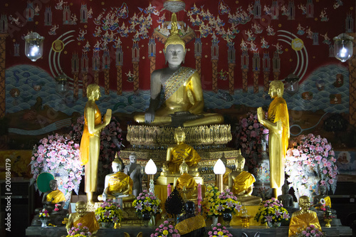 Fotobehang Boeddha Buddha statue at the temple in Ayutthaya, Thailand.
