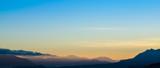 Sol saliendo en el horizonte - 200184726