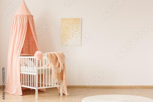 Minimalistyczne wnętrze sypialni pastelowych