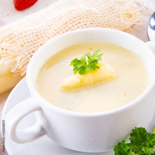 asparagus cream soup with capers and fresh baguette - 200208371