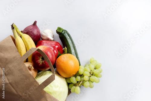 Warzywa i owoce w torbie