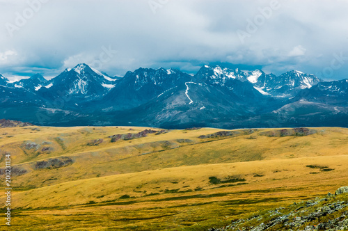 In de dag Honing Mountain landscape with clouds. Mountain valley. The Altai mountains. Travel adventure vacation background