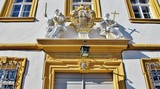 Winterhausen, Rathaus, Portal mit Wappen