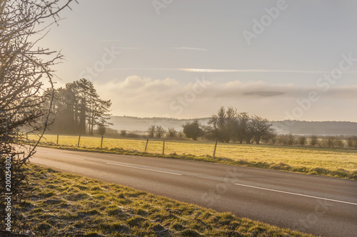 Foto op Plexiglas Ochtendgloren Tranquila scwnery on the Wiltshire - UK - sunrise - countryside