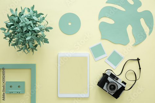 Foto Murales Mockup on yellow background