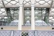 Постер, плакат: детали современного здания из стекла и битона ресторан в Тбилиси
