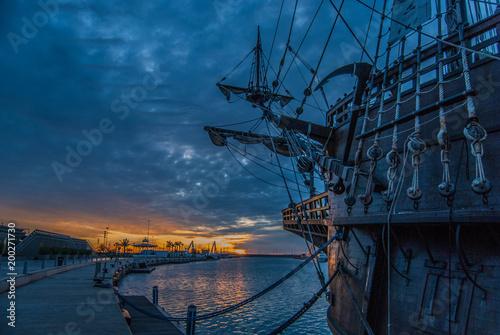 Galeón en el puerto