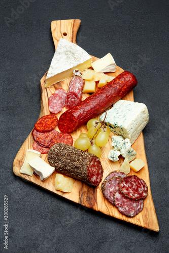 Zimny ser ser z salami kiełbasa i ser