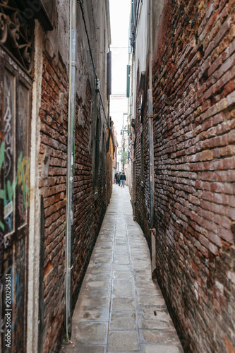 Poster Smal steegje backstreet in Venice, Italy
