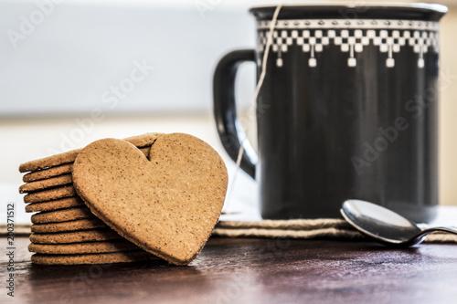 Biscotti a cuore e tisana